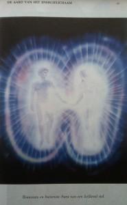Aura van een liefdevol stel uit Wonderen door Pranic Healing page 45 (494x800)