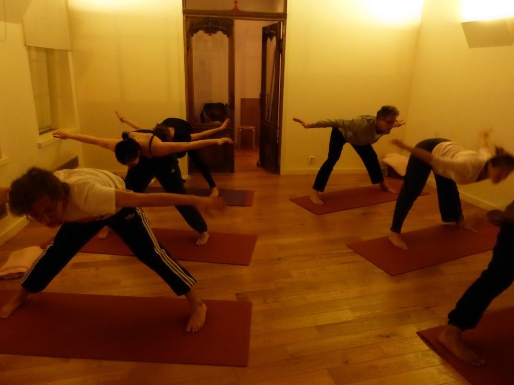 Saswitha yoga oefening in de meeuw met Annelies Vloon